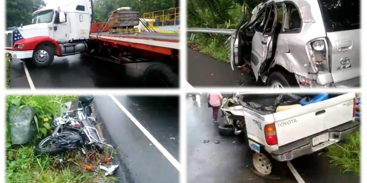 VIDEO. Cuatro heridos por múltiple colisión en Suchitepéquez