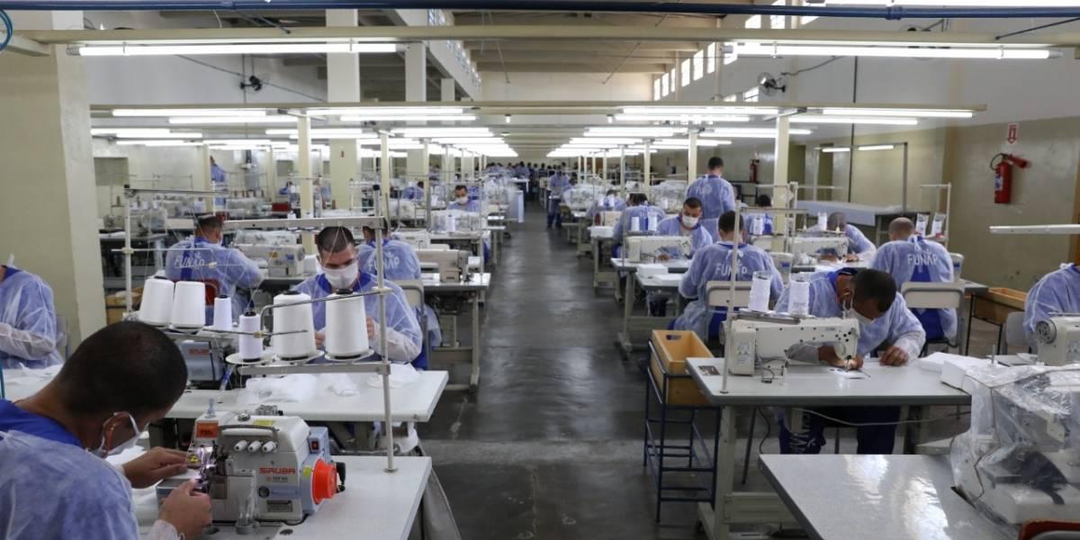 Detentos de SP já produziram 1,6 milhão de máscaras descartáveis