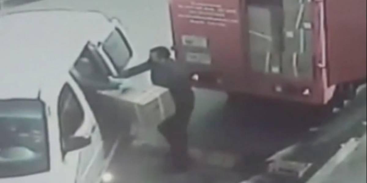 En un minuto, ladrones desocuparon un camión de carga en el occidente de Bogotá