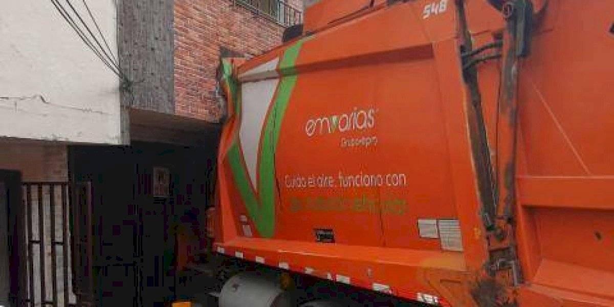 Camión recolector de basura se estrelló contra una vivienda al norte de Medellín