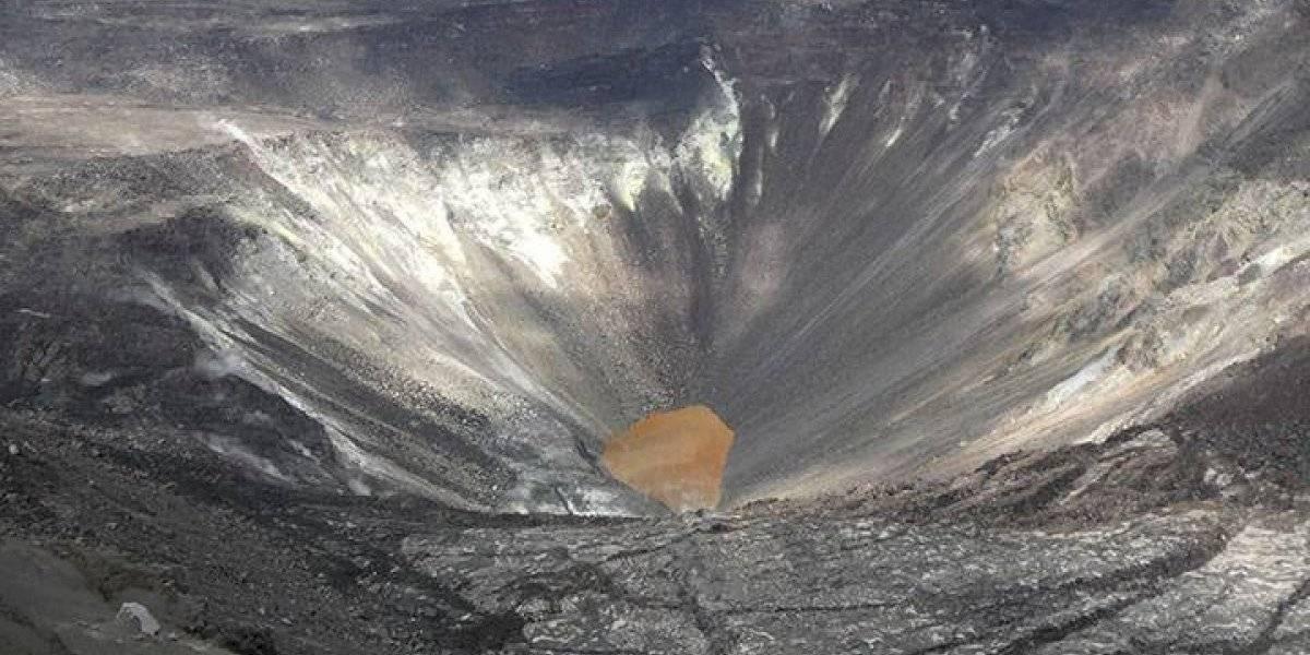 NASA revela imágenes de enorme lago de agua que apareció en cráter de famoso volcán