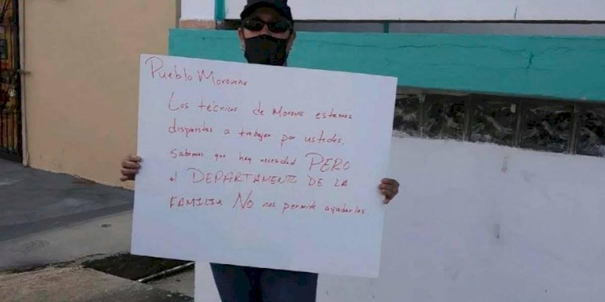 Protesta empleada de Familia en Morovis porque no le permiten trabajar