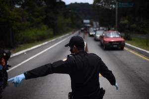 Tráfico vehicular aumenta por controles