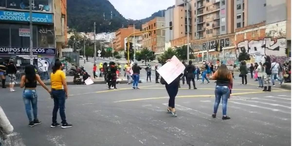 En medio de la pandemia, trabajadoras sexuales hacen bloqueos en la carrera 13 de Bogotá