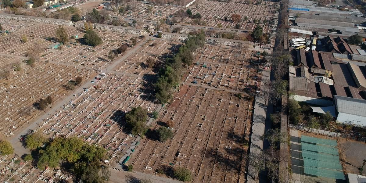 Cementerio General avanza en la excavación de 3.000 tumbas para enfrentar el peak del covid-19