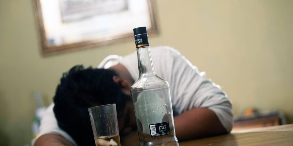 Fueron a un velorio y murieron: 42 personas bebieron fatal alcohol adulterado en México