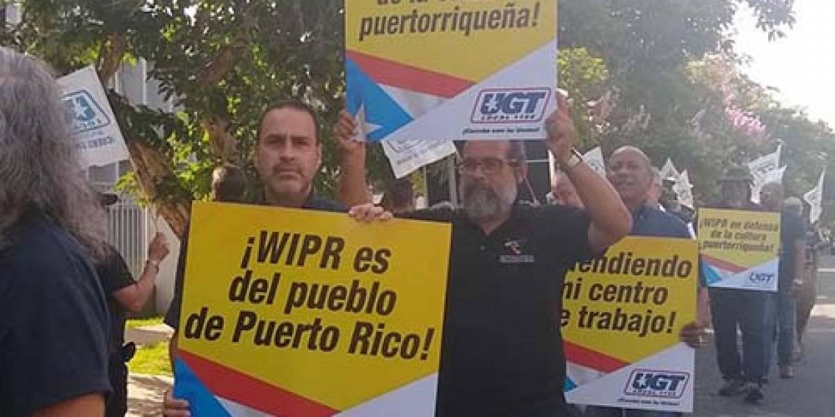 ¡WIPR es del pueblo! ¡WIPR no se vende!