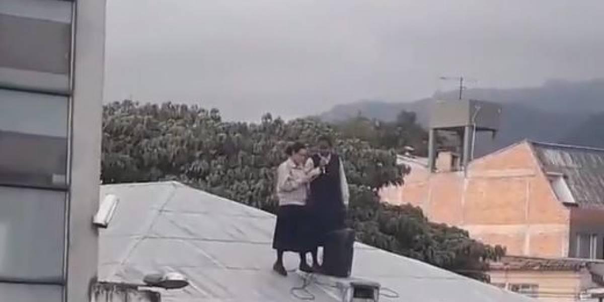 (VIDEO) Monjas se subieron al techo para hacer misa pública y las bajaron con rock pesado