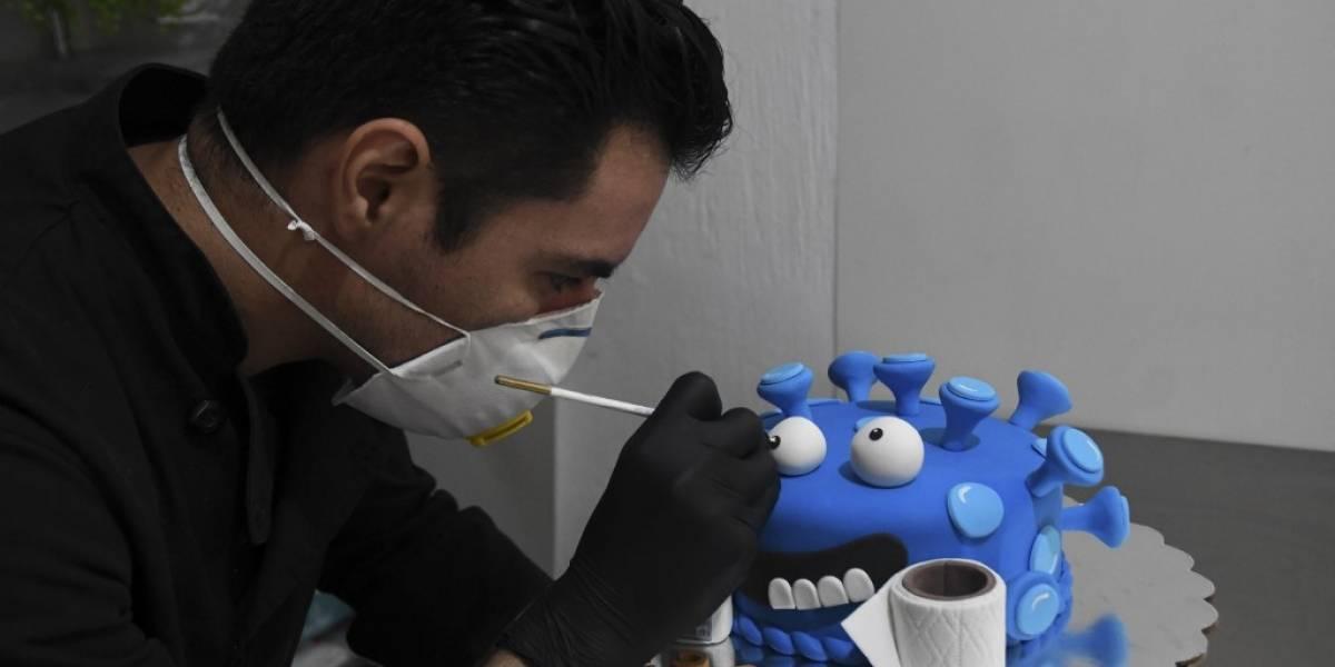 """Repostero guatemalteco sortea la pandemia con pasteles de """"coronavirus"""""""