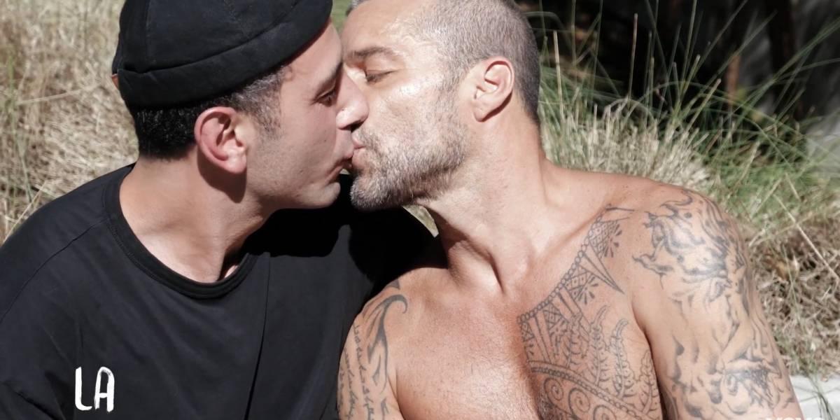 """Ricky Martin aparece besando a su esposo en video de nueva canción de """"Residente"""""""