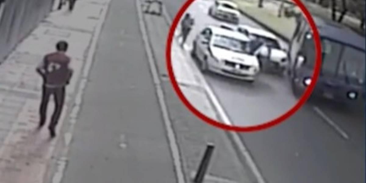 Dos conductores del Sitp evitaron robo de una cámara de noticiero en Bogotá