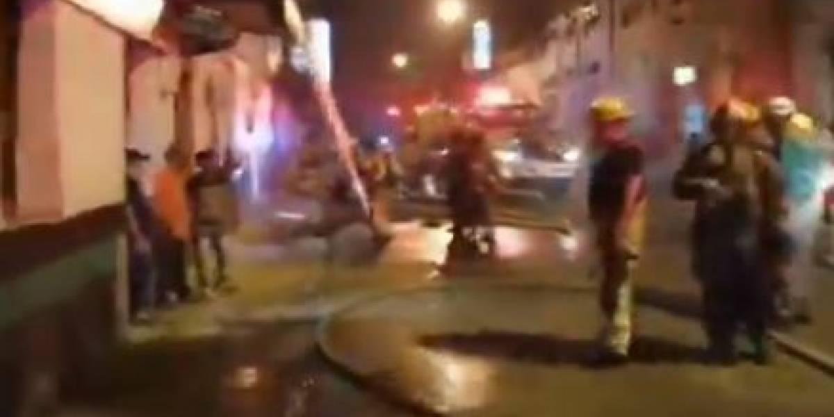 (VIDEO) Taller de motos se incendió la noche de este jueves