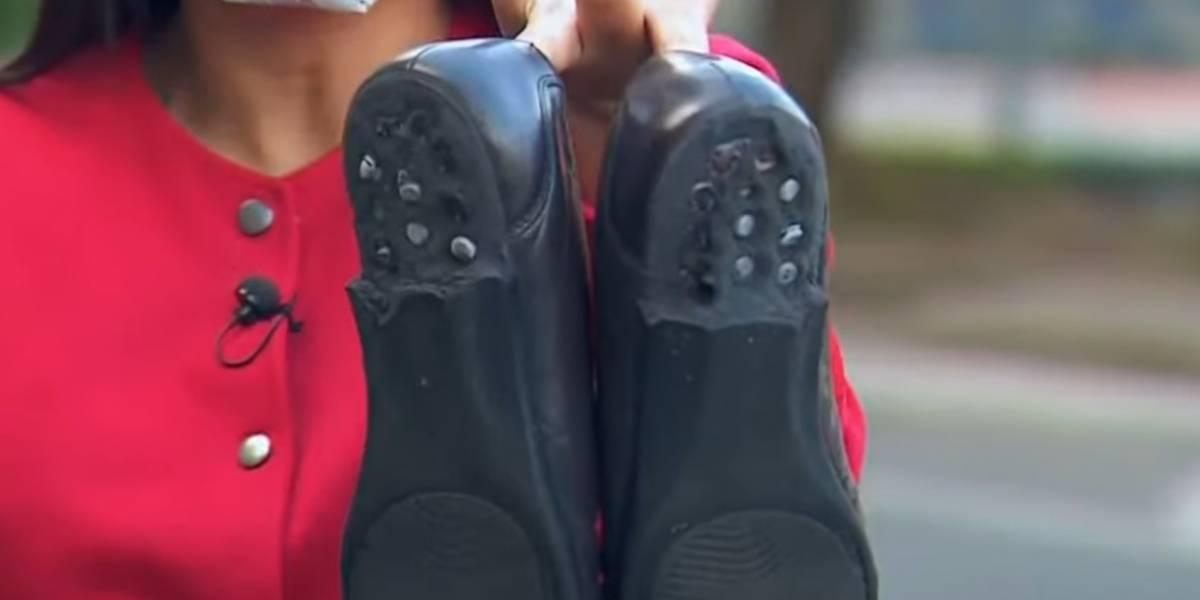 ¡Cuidado con lo que usa! A hombre se le derritieron los zapatos por sumergilos en mezcla desinfectante