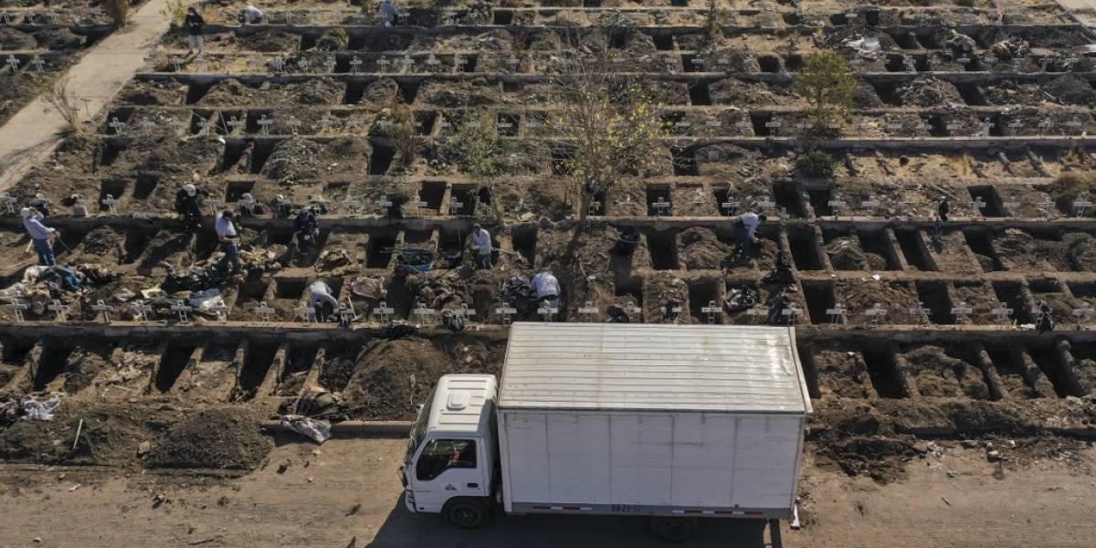 Polémica por tumbas en cementerio de Chile ante cifras récord de muertes por Covid-19