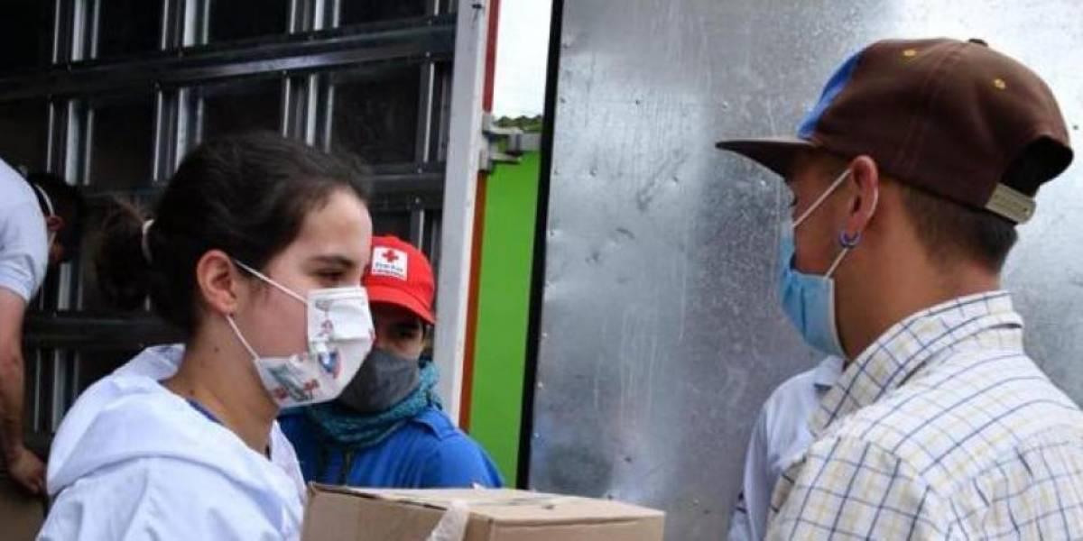Joven colombiana reunió fondos para repartir en familias necesitadas de Soacha