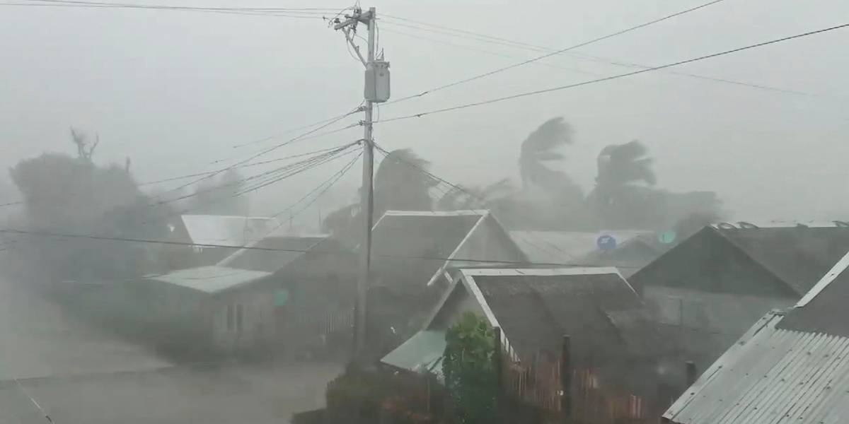 Al menos cinco muertos y más de 90.000 desplazados al paso del tifón 'Vongfong' por Filipinas