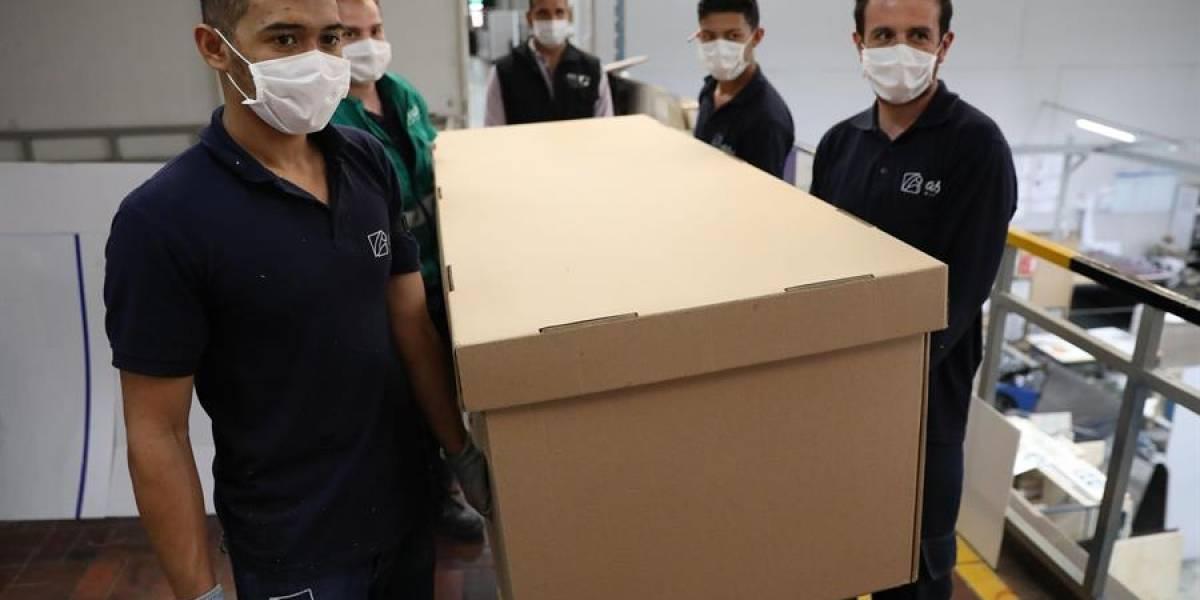 Colombia: Camas de hospital que se pueden convertir en ataúdes, como alternativa