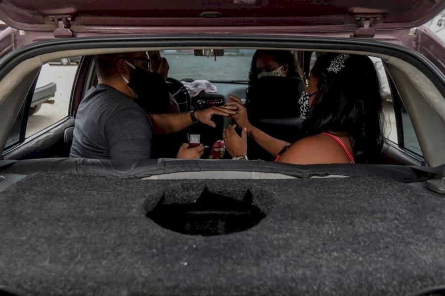 Matrimonios sobre ruedas, una forma original de unir corazones en la pandemia