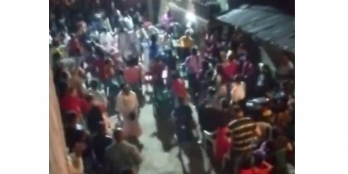 (VIDEO) Ante la mirada de la Policía decenas de personas violaron la cuarentena por estar en culto religioso