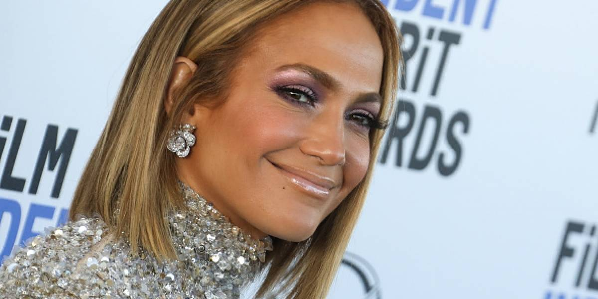 ¡OMG! Jennifer Lopez aterroriza a fans por extraña aparición en foto