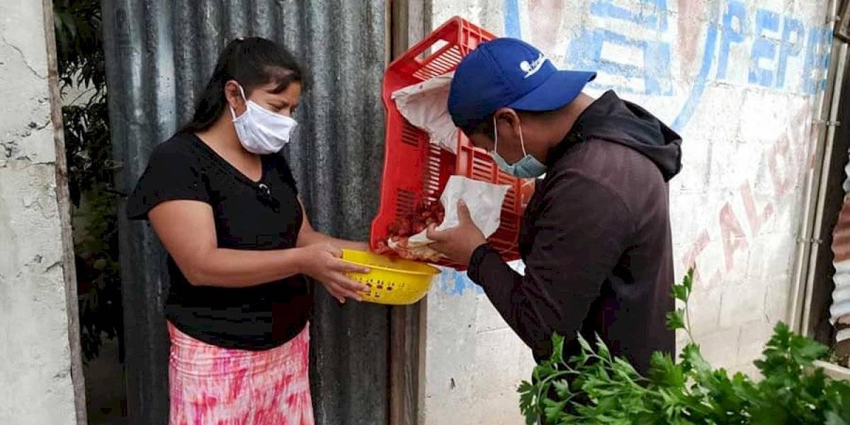 Agricultores y productores de Zaragoza, Chimaltenango, donan frutas y verduras a vecinos