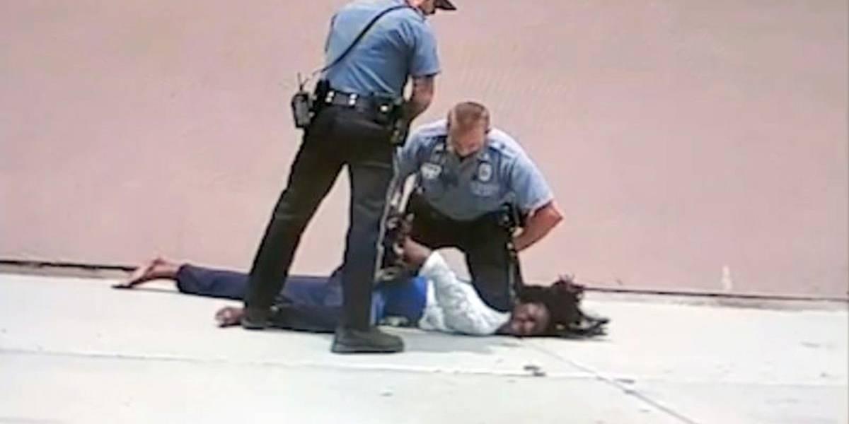 EEUU: Dos policías enfrentan cargos por agredir a transgénero