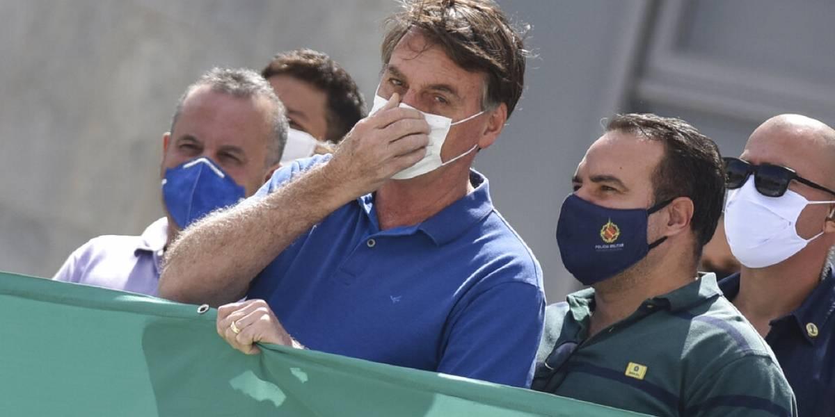 El universo de Bolsonaro: participa en manifestación masiva mientras Brasil es consumido por el coronavirus