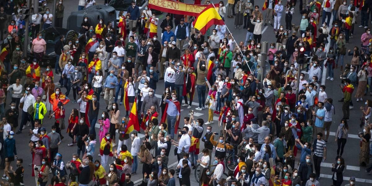 Nada es gratis: Después de las desastrosas cifras del coronavirus el gobierno de España enfrenta octavo día de protestas