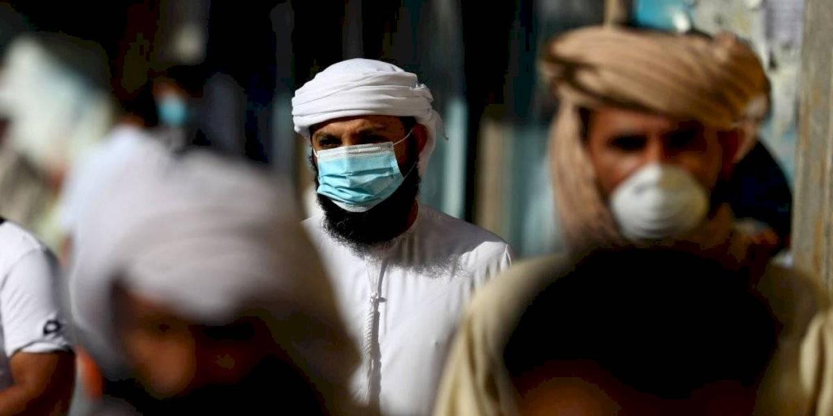 La estricta (y exagerada) multa que imponen en Catar a las personas que no porten tapabocas