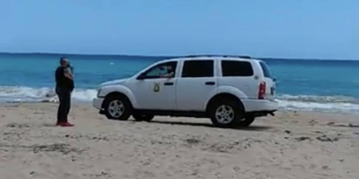 En vídeo: Vehículo oficial le pasa por encima a zona de anidaje de tortugas en reconocida playa
