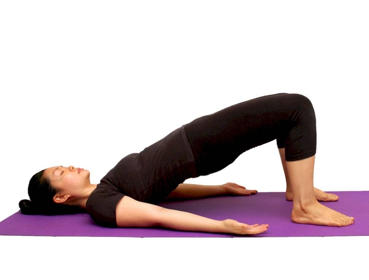 El ejercicio de puente es muy efectivo para tonificar tus piernas