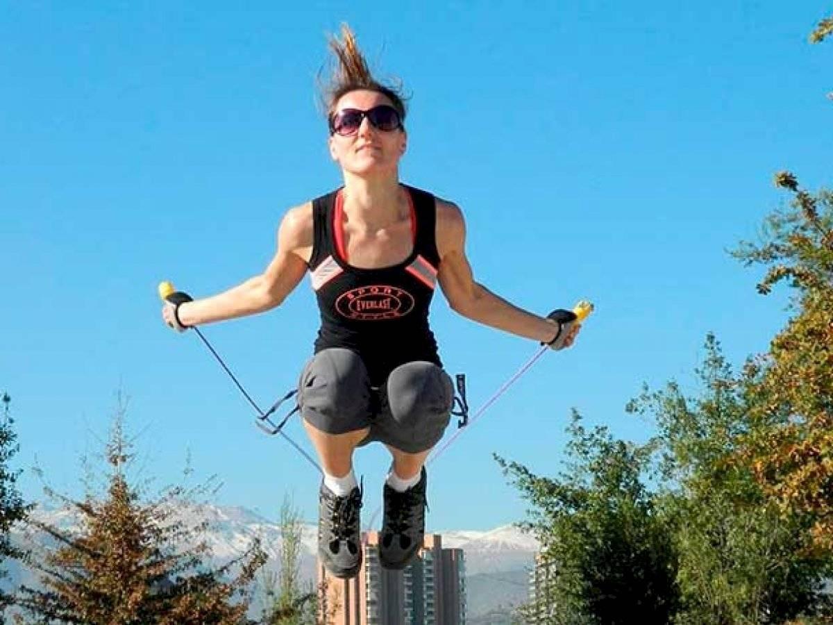 Además de ser divertido, saltar la cuerda es muy beneficioso para tus piernas
