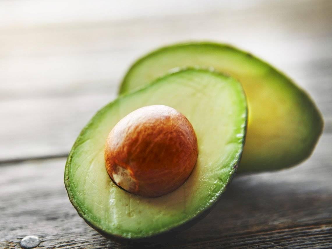 El aguacate es una fruta que no debe faltar en la dieta de la mujer embarazada.