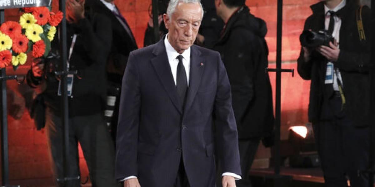 La imagen del presidente de Portugal haciendo la fila en un supermercado: tomen nota políticos que les gustan los privilegios