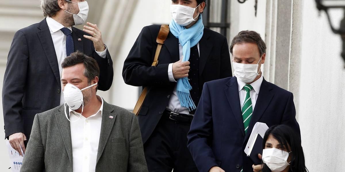 Sólo la vocera sigue en pie en La Moneda: ministros Blumel y Sichel también se van a cuarentena preventiva