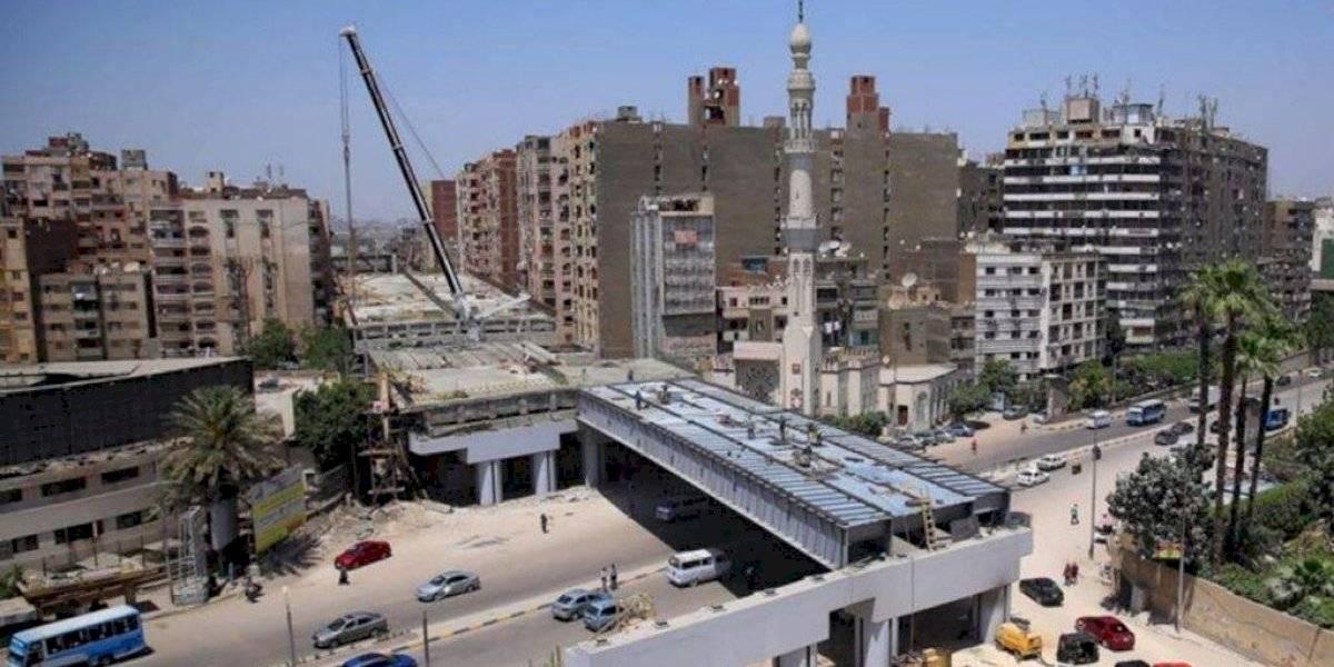 De los creadores del puente Cau Cau: Egipto construye autopista a 50 centímetros de edificios residenciales
