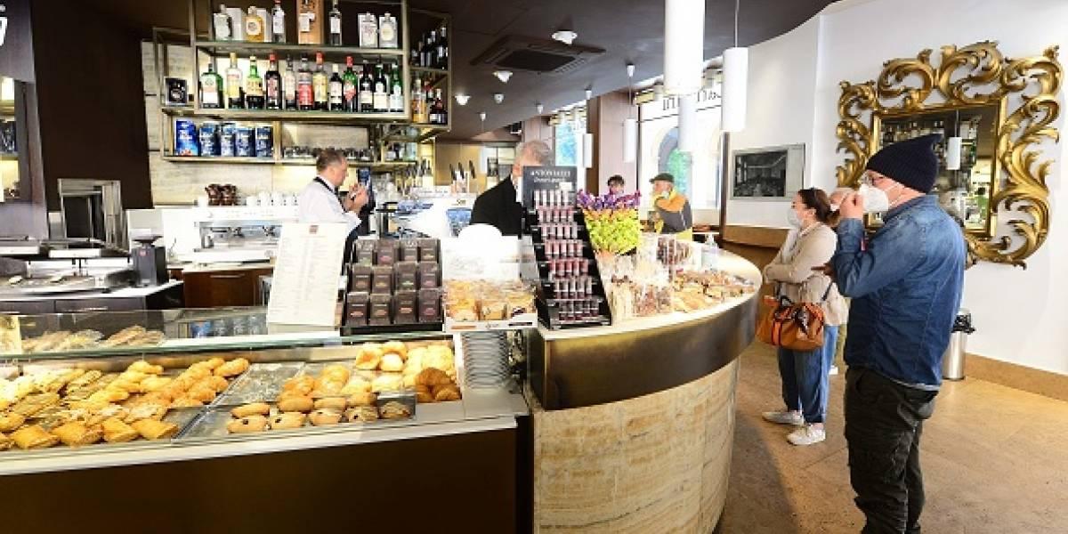 Reabren bares, restaurantes y peluquerías en Italia a pesar del coronavirus