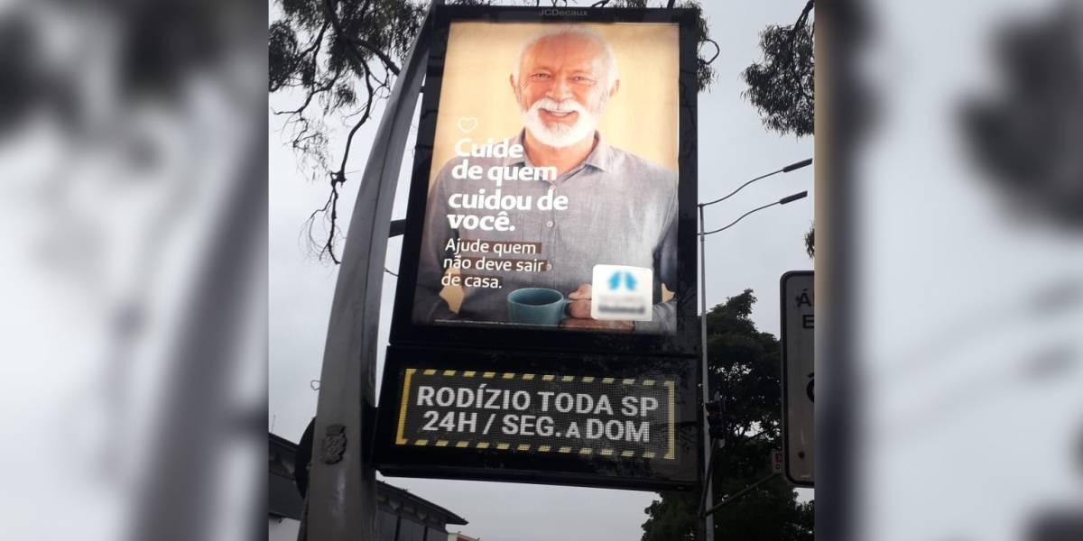 Relógios de rua de São Paulo mostram informações erradas sobre rodízio de veículos