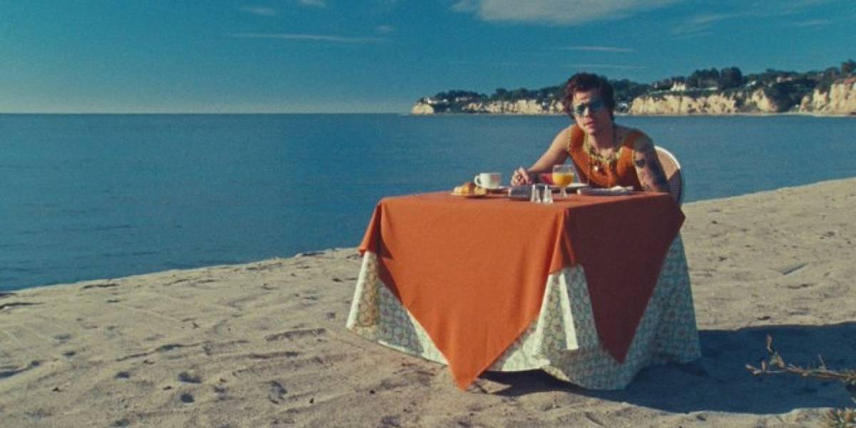 Harry Styles lança clipe de 'Watermelon Sugar' nesta segunda
