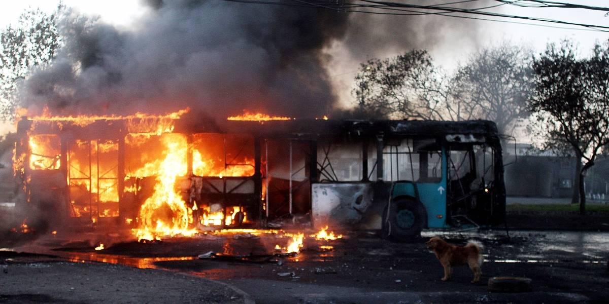 Incidentes durante la noche dejaron 17 personas detenidas: Peñalolén, Huechuraba y Estación Central se sumaron a demandas de El Bosque