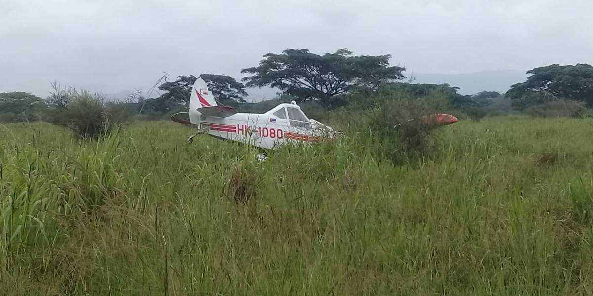 Avioneta cayó en una finca y causó este accidente