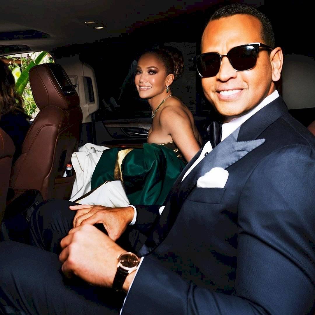 Jennifer Lopez signo Leo