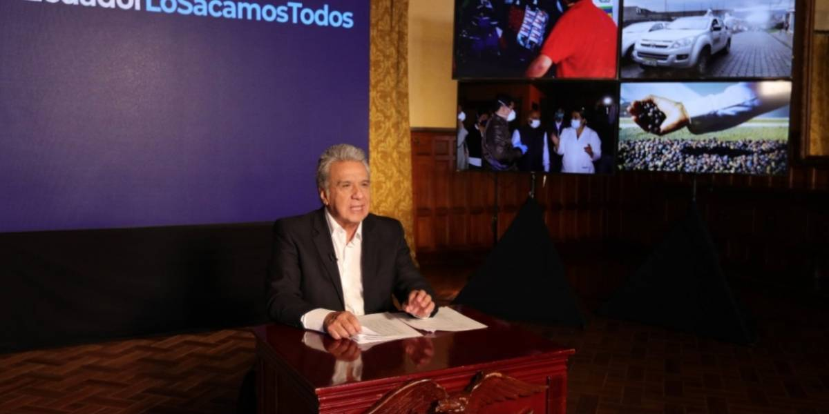 Lenín Moreno suspende exoneración de aranceles para carnés de discapacidad y otras medidas