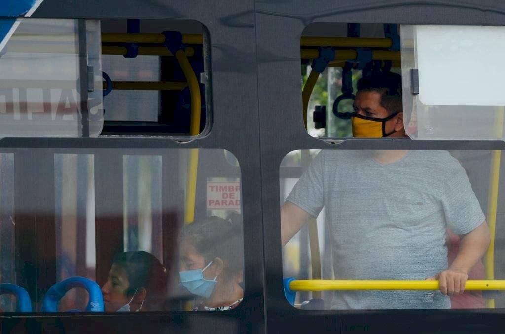 Distanciamiento social no se cumple en transporte público