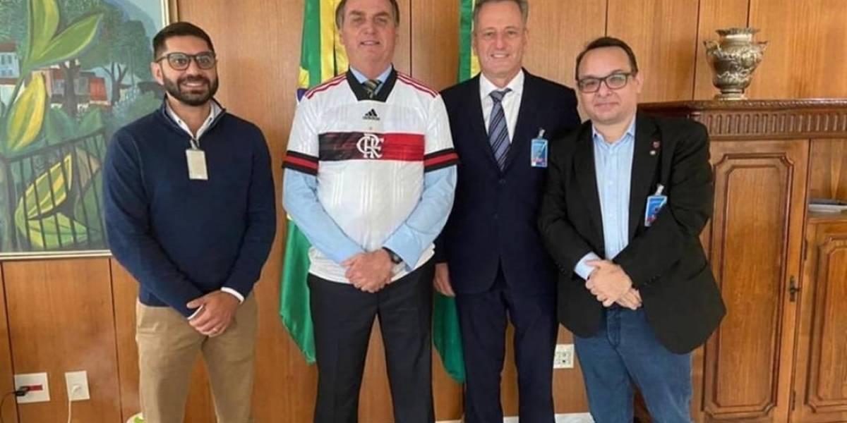 Bolsonaro discute retorno do futebol com presidentes de Flamengo e Vasco