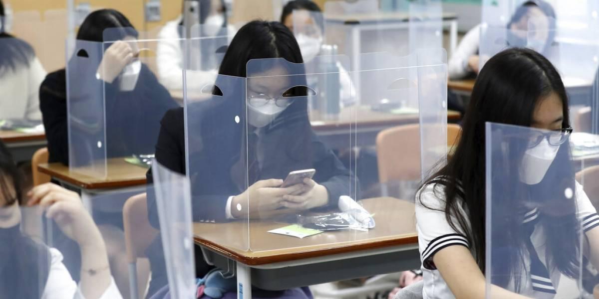 Alumnos en módulos, mascarillas y mediciones de temperatura: así regresaron las clases presenciales en Corea del Sur