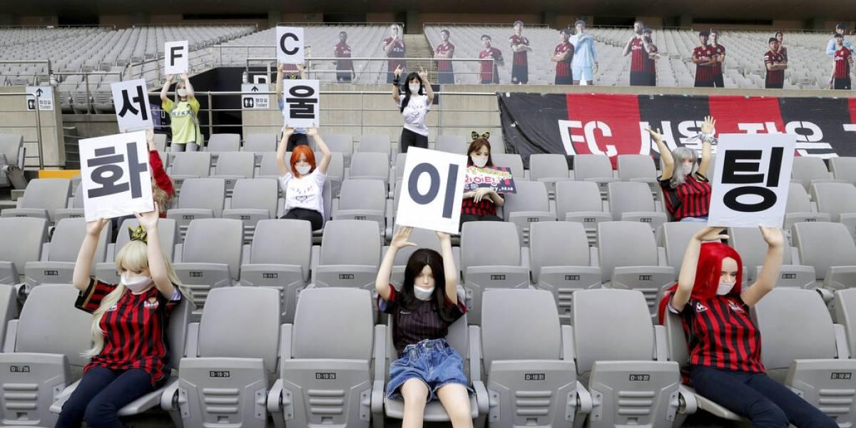 """Club surcoreano tuvo la """"genial"""" idea de usar muñecas sexuales para simular hinchas y ahora arriesga duras sanciones"""