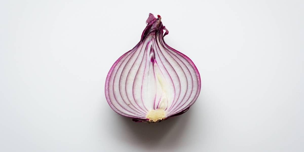 O truque infalível para cortar cebola sem chorar