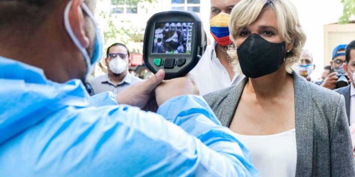 Alcaldesa de Guayaquil recorrió instalaciones del Municipio para verificar la atención al público
