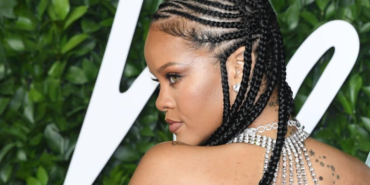 Rihanna mostra suas curvas e dá aulas de amor próprio